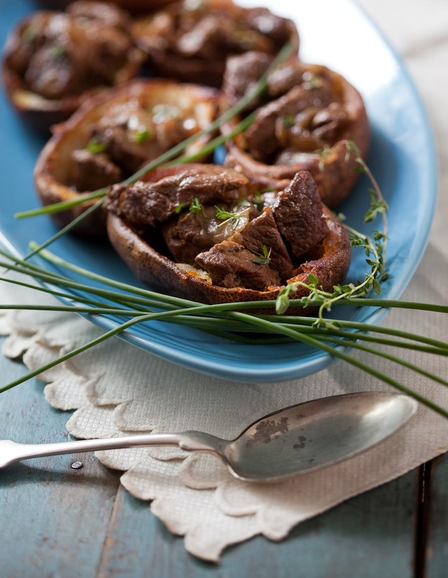 Baked potato skins with filled beef and chives_0794APF