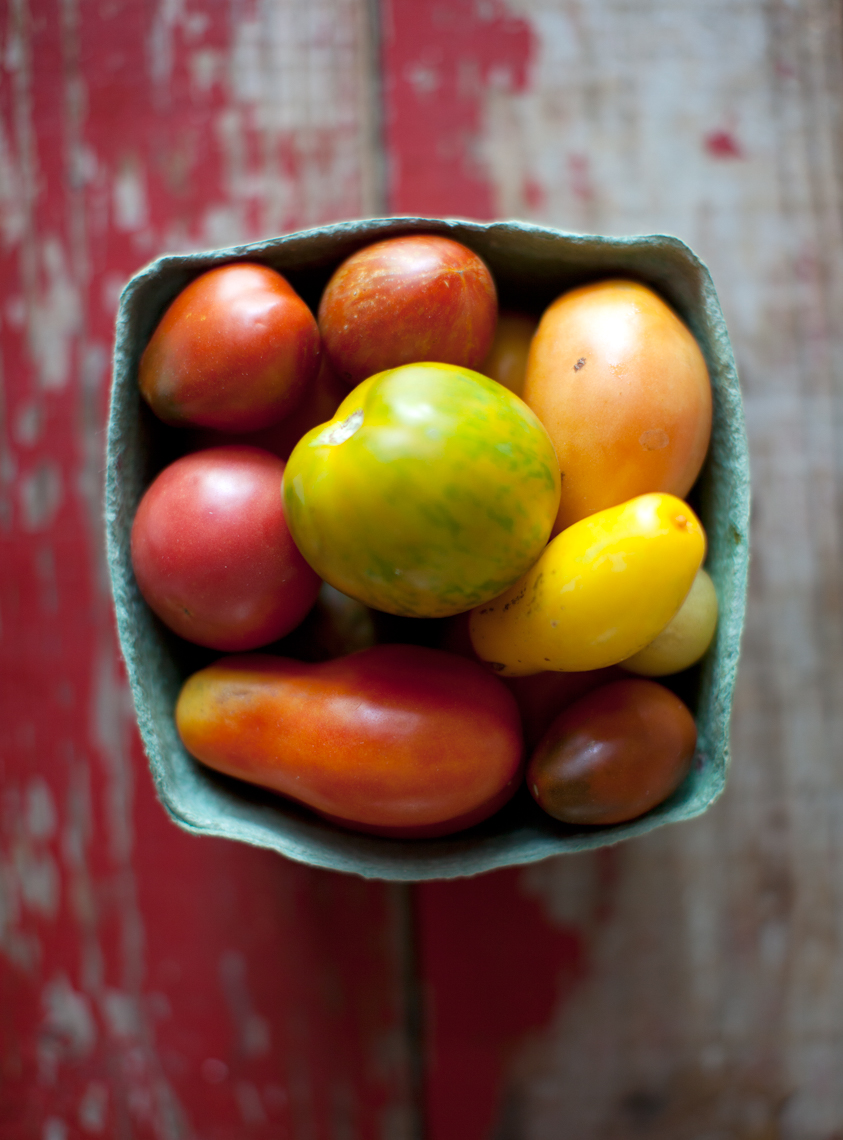 Tomatoes, rustic, heriloom tomato, Nashville food and beverage photographer, Kristina Krug, food stylist